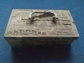 Kotak perhiasan kuno