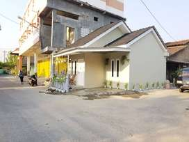 Rumah Cantik Pinggir Aspal dkt Pasar Ngipik