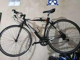 Sepeda balap venzo