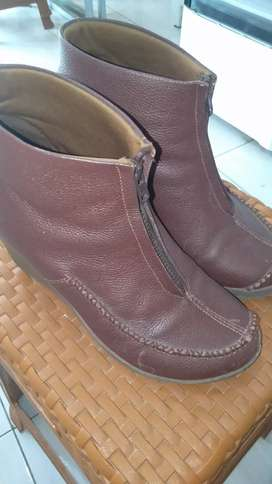 Dijual Sepatu cwek kulit wrna coklat