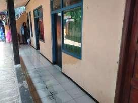 Kontrakan Ibu Anan di kontrakan sisa 3 kamar kosong di manisi