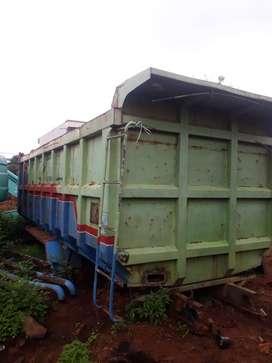 dijual BAK dump truk / dam truk