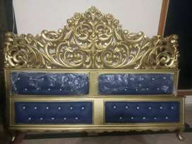Chinnoity hand made Bed with side table and dressings table