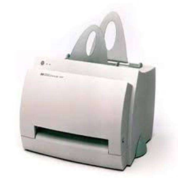 HP 1100 with extra toner accesseries 0