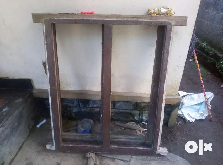 2 kallinte 2 windows. Wood Erool . Condition windows