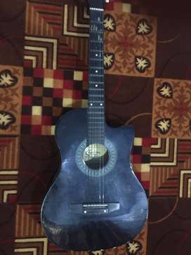 Guitar with bag Goodcondition black colour.