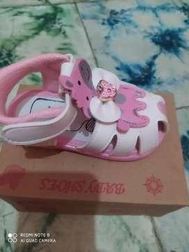 Sepatu baby perempuan ukuran 22