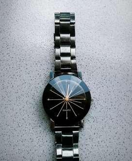 Hoyong ngaical jam tangan kondisi sesuai foto