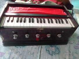 Its kharaj harmonium.made in haryana.6 stopper
