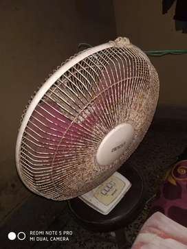 Usha Table fan in well condition
