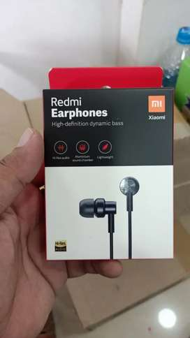 Mi OG head phones   MRP599 OFFRER PRICE 300