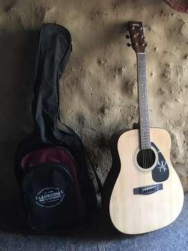 Yamhaa F310 guitar with bag