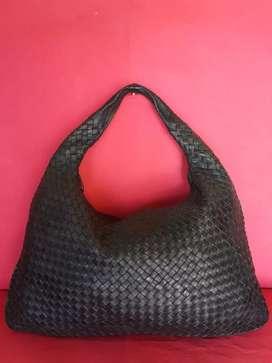 Tas import eks BOTTEGA VENETA made in Italy hitam kulit asli tbal hobo