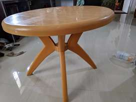 Dining table in great condition