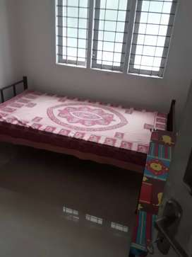 Bath attached single bedroom for batchelors near railwaystation kottay