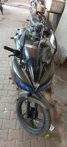 Yamaha Fazer ka pura visor bikau hai brocket ke sath