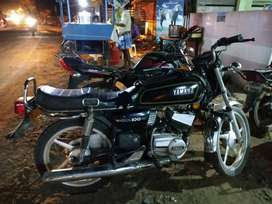 Good condition RX100 for sale . Yamaha RX100 black