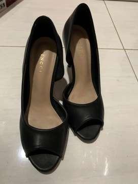 Sepatu hak tinggi VINCCI