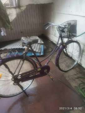 Hero cycle girls boys dono chala skte nya jaise basket bhi hai