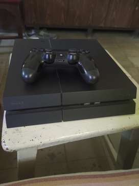 Sony Playstation 4 - (2 controllers + 6 games)