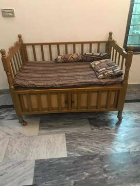 Baby coat baby crib baby bed with 4 bed sheets and pillow