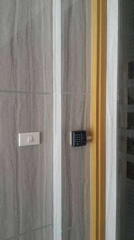 Pusat akses doorlock dengan sidik jari pasword dan kartu rfid ZKx6