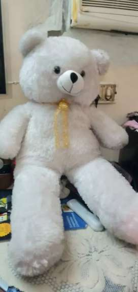 Clean white teddy bear toy 2.5ft