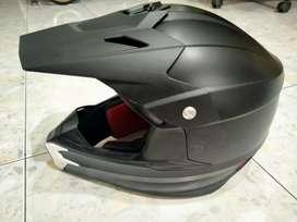 Helm Motor Cross
