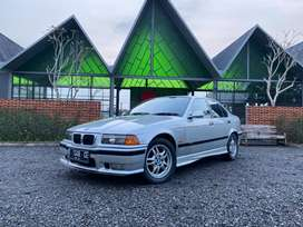 BMW 323i Limited Edition (E36) Tahun 1997 Manual Silver on Red