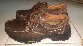 Sepatu jeep size 39