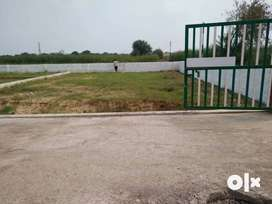 %Gated community open plots at Noida Extension.
