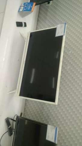 32 inc sharp warna putih