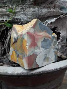Batu panca warna untuk pajangan (viewing stone)