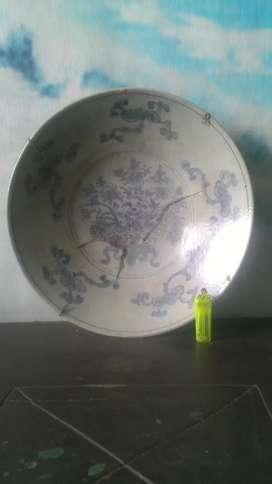 piring keramik biru putih lawas.