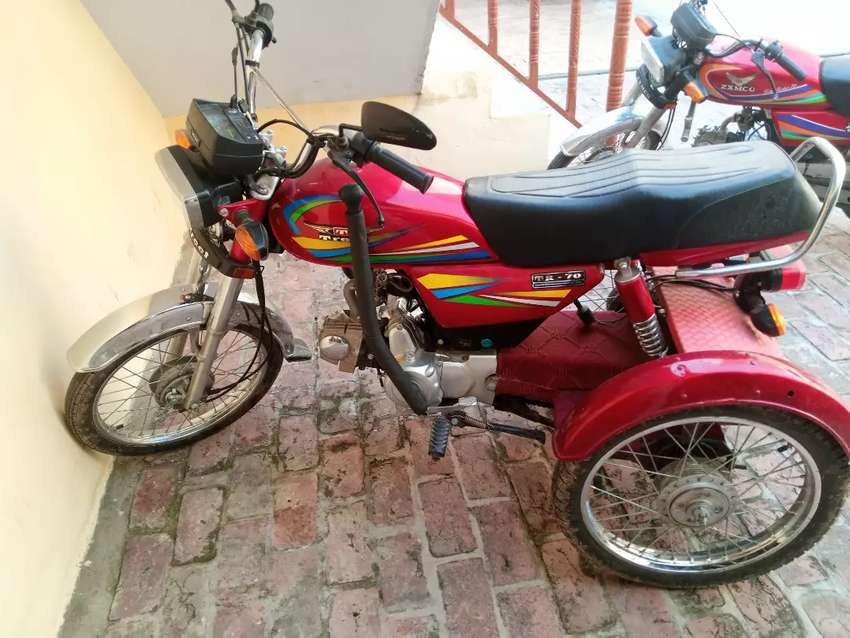 Made by teat company tri motorcycle self star 0