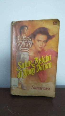Buku Langka Sastra Novel Sulur Kelabu di Ujung Dahan