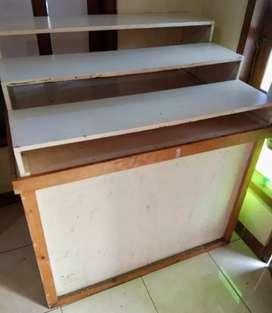 Meja display tangga