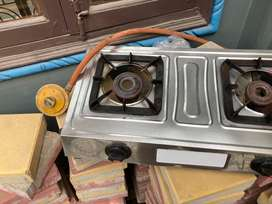 Gas stove ( pipe nd regulater include)