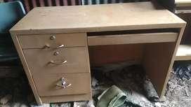 Jual meja kantor atau meja komputer masih kuat dannlayak pakai