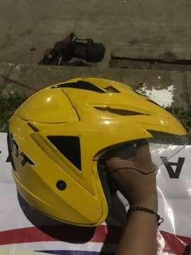 Helm KYT warna kuning
