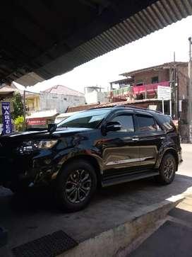 Fortuner vnt TRD 2014 hitam kilometer low murah cepat