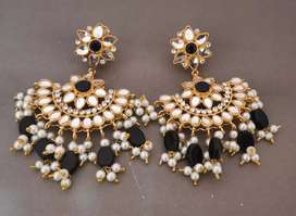 Salesman required for artificial jewelry shop