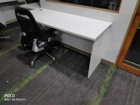 Office table 5*2 feet. Fetaherlite in excellent condition