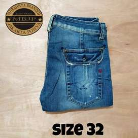 Celana jeans reguler RAPLAY size 32