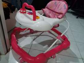 Baby walker ,bouncer dan tempat mandi bayi
