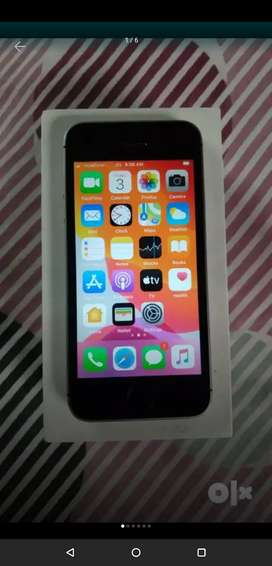 Iphone se 32gb in excellent condition.scratch less condition