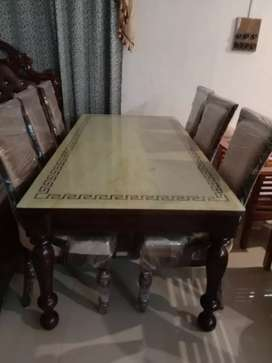 PU finish 6 seater Dinnibg table brand new