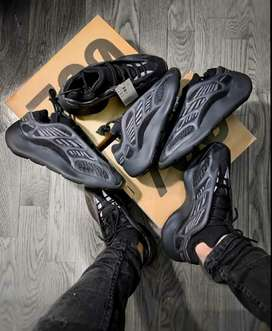 Yeezy 700 v3 n yeezy 350 v2 available for gents