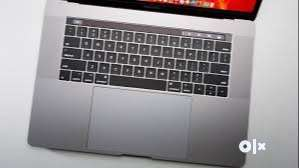 apple MacBook Pro core i7 Touch Bar 15 inch very good condition