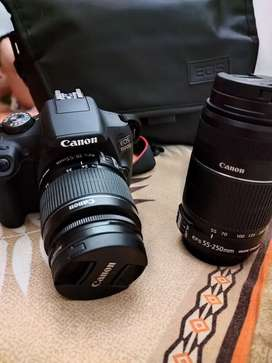 Cannon Eos 1500 D with zoom lens, Vlogging mic.